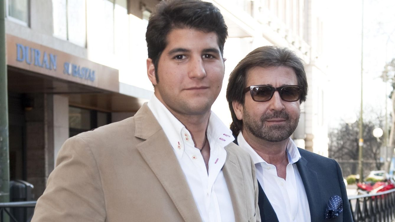 Foto: Julián Contreras junto a su padre, en una imagen de archivo (Gtres)