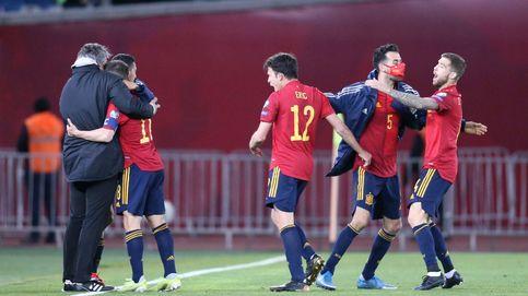 España salva los muebles en el último momento y evita una semana negra (1-2)