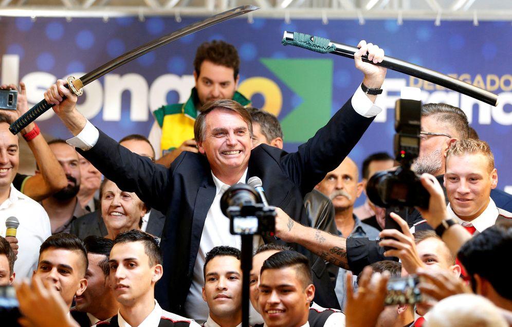 Foto: El candidato de extrema derecha Jair Bolsonaro durante un mitin electoral en Curitiba, Brasil. (Reuters)