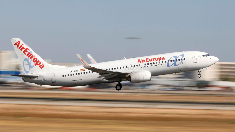 Cuatro médicos sevillanos salvan la vida a una mujer en un avión en pleno vuelo