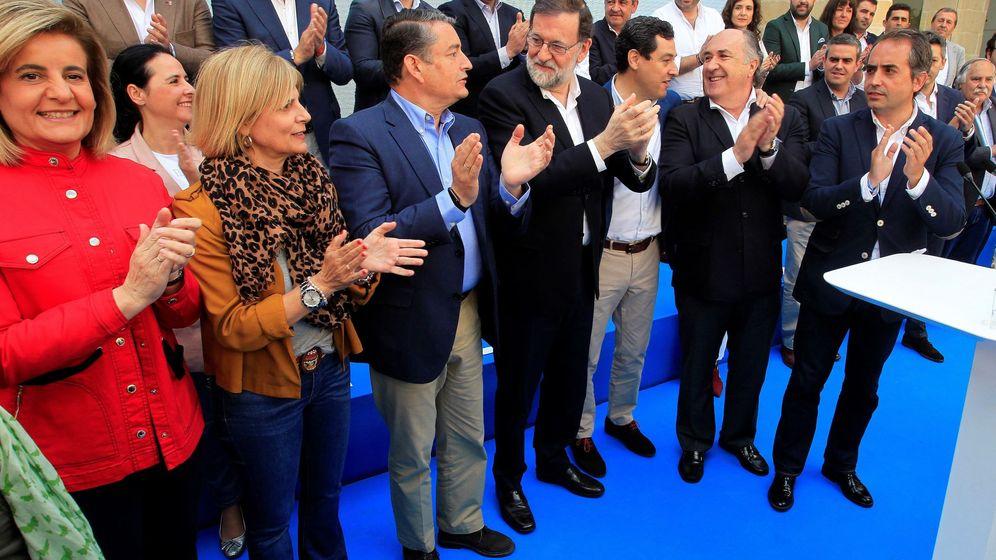 Foto: Antonio Saldaña, a la derecha de la imagen, en un acto con Rajoy. (EFE)
