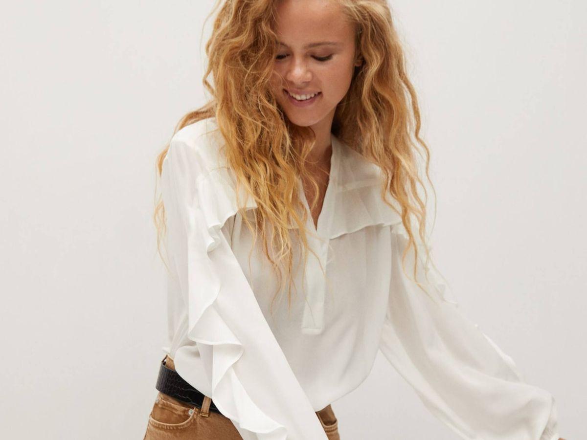 Foto: La camisa blanca de Mango Outlet. (Cortesía)