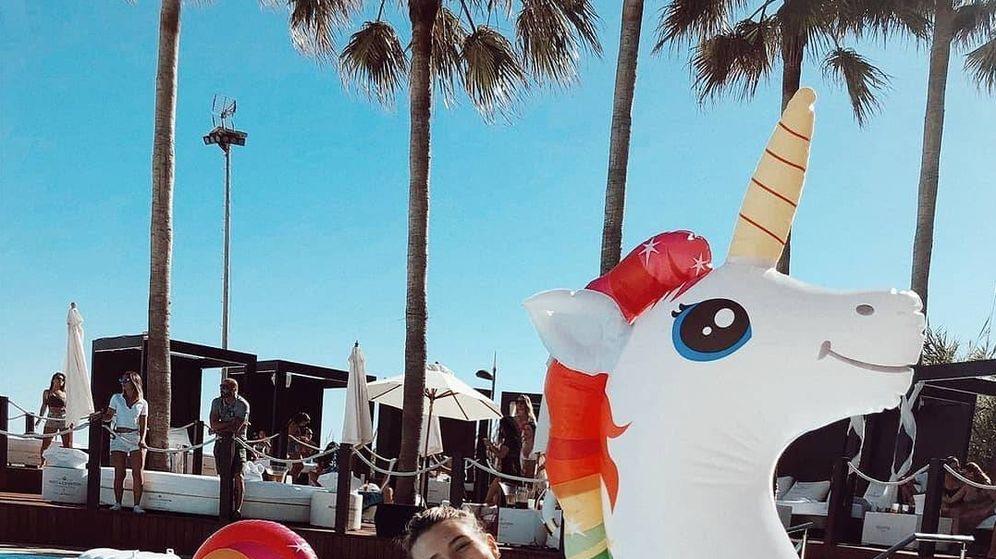 Foto: Alba Díaz ya ha arrancado la temporada de piscina subida en un unicornio. (Instagram)
