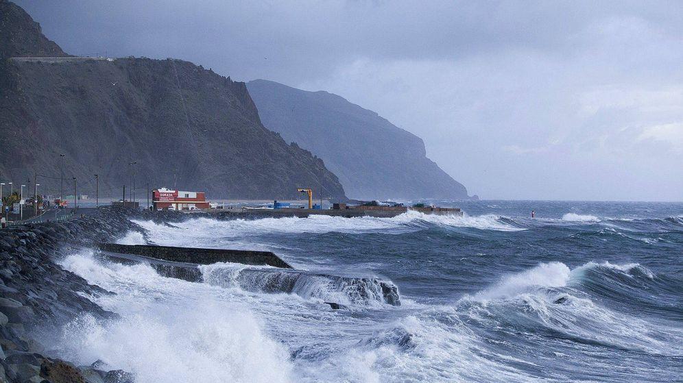 Foto: La costa de Canarias activará alertas amarillas durante la jornada del viernes por fenómenos costeros y vientos. (EFE)