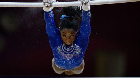 Simone Biles (y su cálculo renal) vuelve a impresionar para salvar la gimnasia