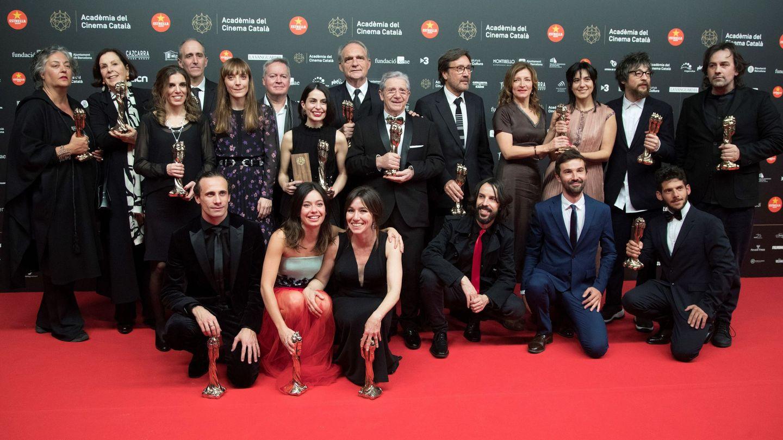 Foto de familia de los ganadores de los Premios Gaudí. (Efe/Marta Pérez)