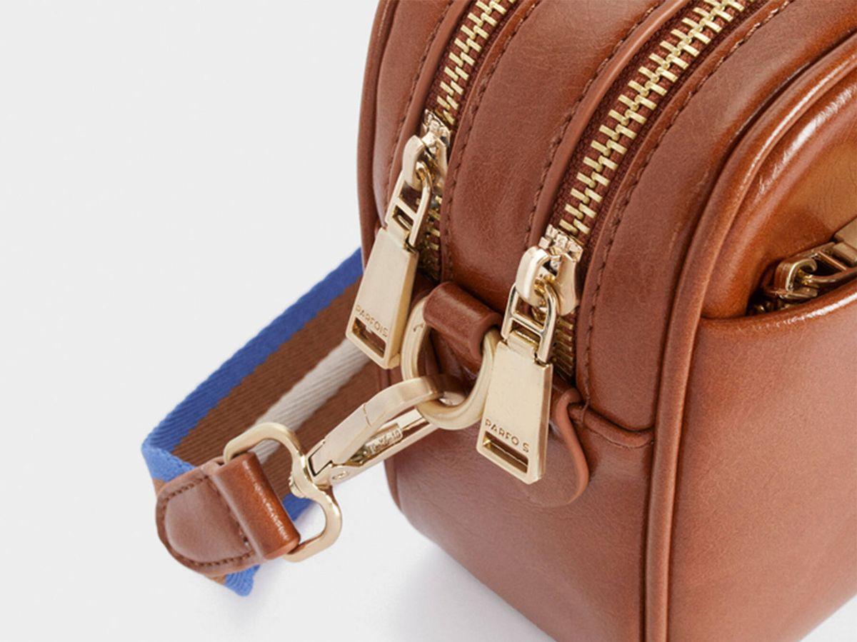Foto: El bolso elegante y de tendencia con asas intercambiables de Parfois. (Cortesía)