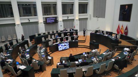 Cs y Vox abandonan el pleno de Madrid y acusan la izquierda de no condenar la violencia