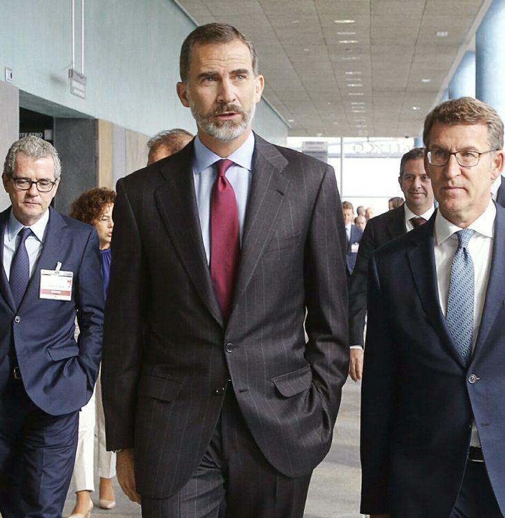Foto: El Rey Felipe VI, entre Pablo Isla (Inditex) y Alberto Nuñez Feijoo, en la inauguración del XIX Congreso Anual de la Empresa Familiar