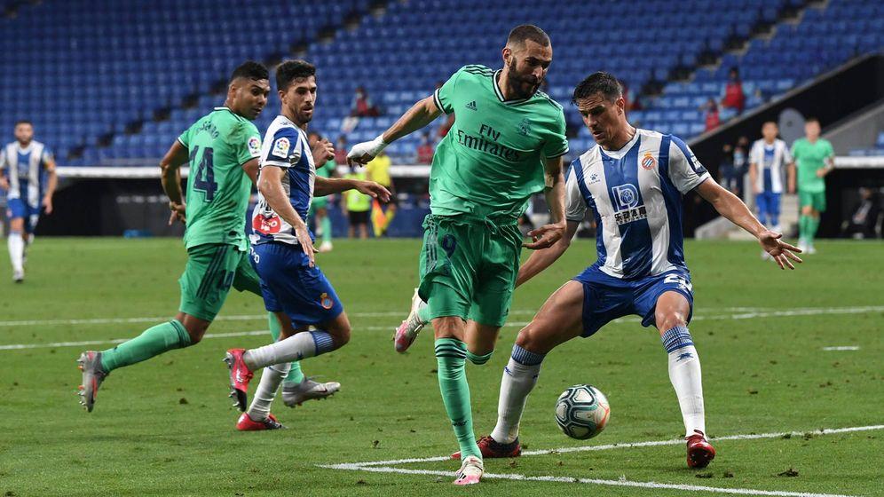 Foto: Benzema asiste de tacón a Casemiro en el gol del Real Madrid al Espanyol (realmadrid)