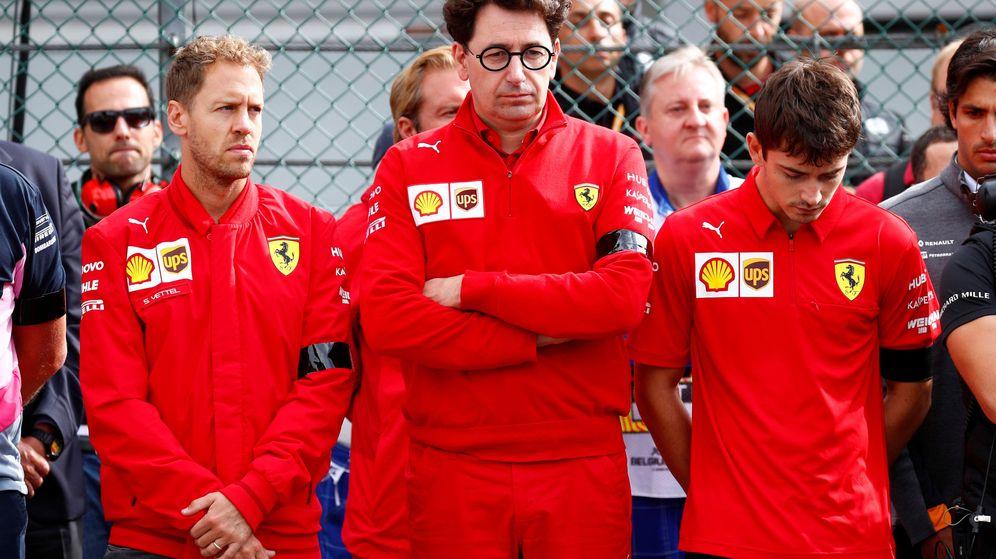 Foto: Vettel (i), Binotto (c) y Leclerc (d) protagonizan uno de los peores comienzos de curso de la historia de Ferrari. (Reuters)