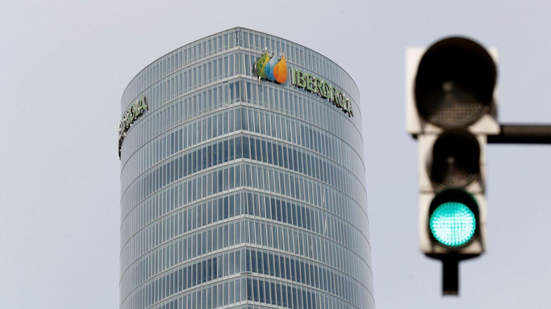 Iberdrola requisa los móviles y ordenadores de sus directivos en busca de delitos