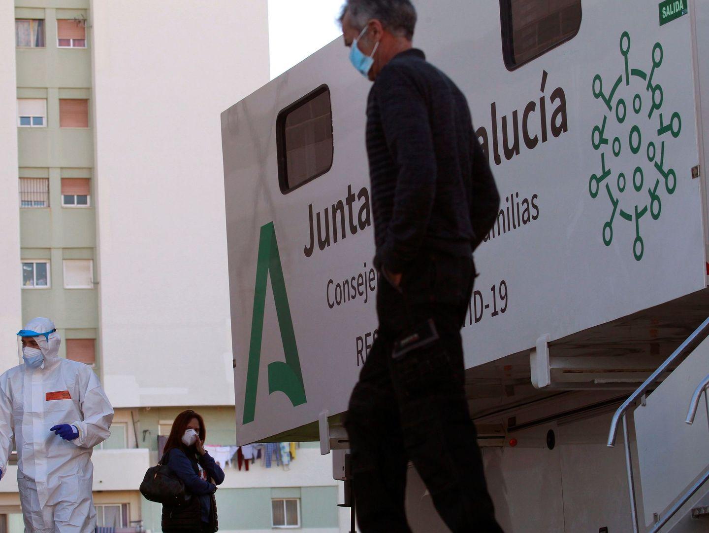 Foto: Cribado en Algeciras, Cádiz, el pasado día 3. (EFE)