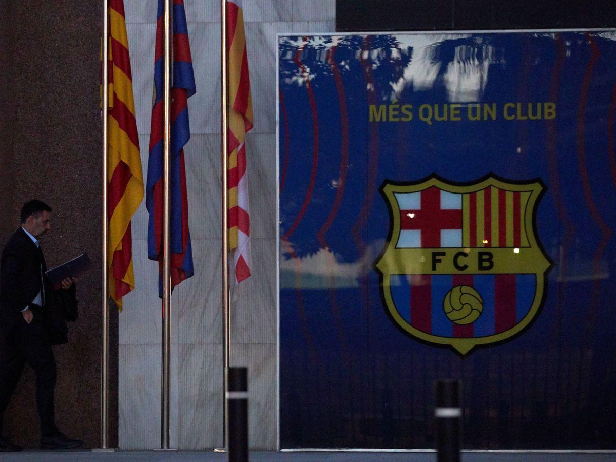 Foto: Bartomeu llega al Camp Nou esta mañana (Efe)