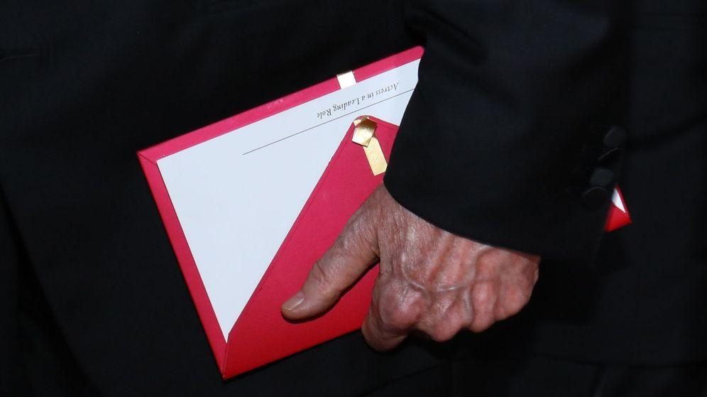 Foto: Uno de los sobres que sujetó el presentador Warren Beatty durante la gala. (Reuters)