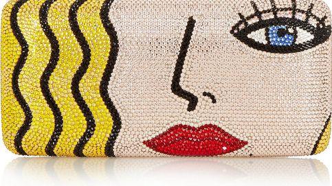 Una cartera de mano con cristales de Swarovski e ínfulas artísticas