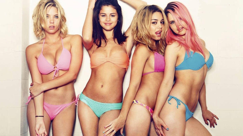 Imagen promocional de la película 'Spring Breakers', con Selena Gomez y Vanessa Hudgens
