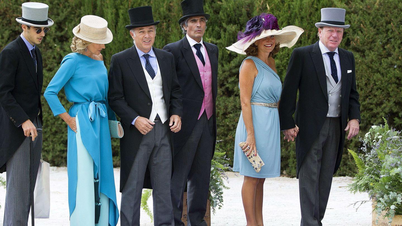 Soto y su familia, en el enlace civil de Fran Rivera y Lourdes Montes. (EFE)