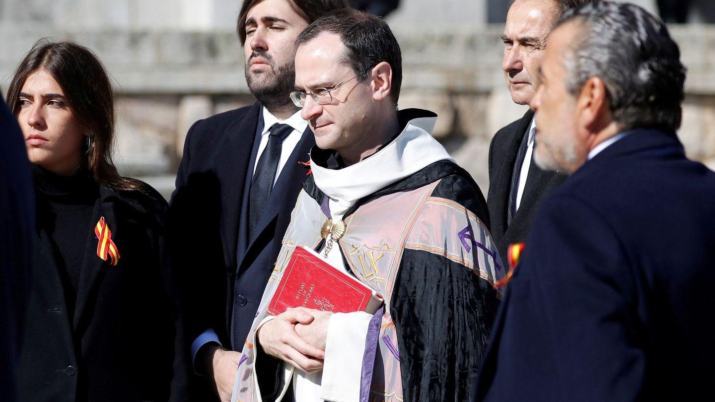 Álvaro Franco Guisasola, con barba y pelo largo, en el centro. (Reuters)