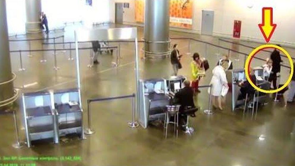 Una niña de 11 años se sube a un avión sin billete y pasando todos los controles