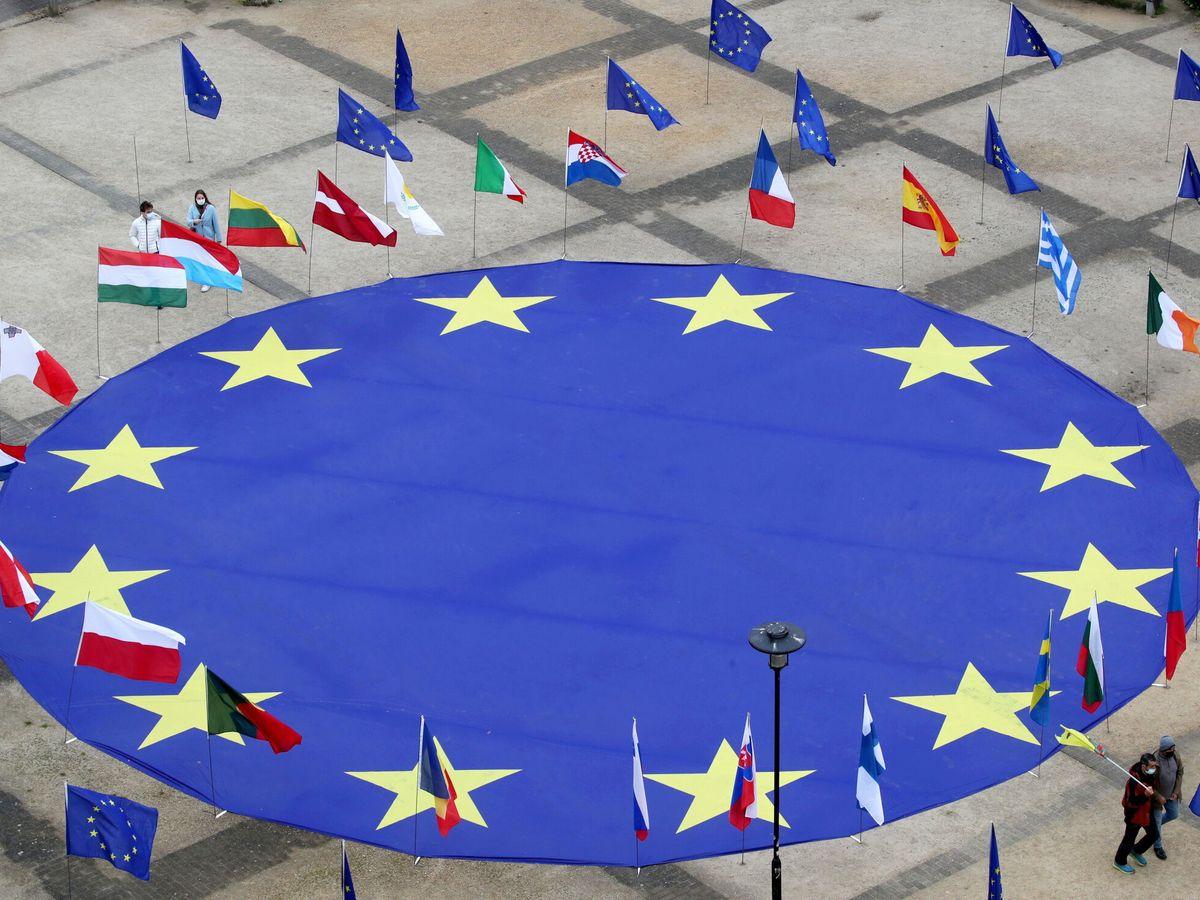 Foto: Bandera de la Unión Europea en Bruselas. (Reuters)