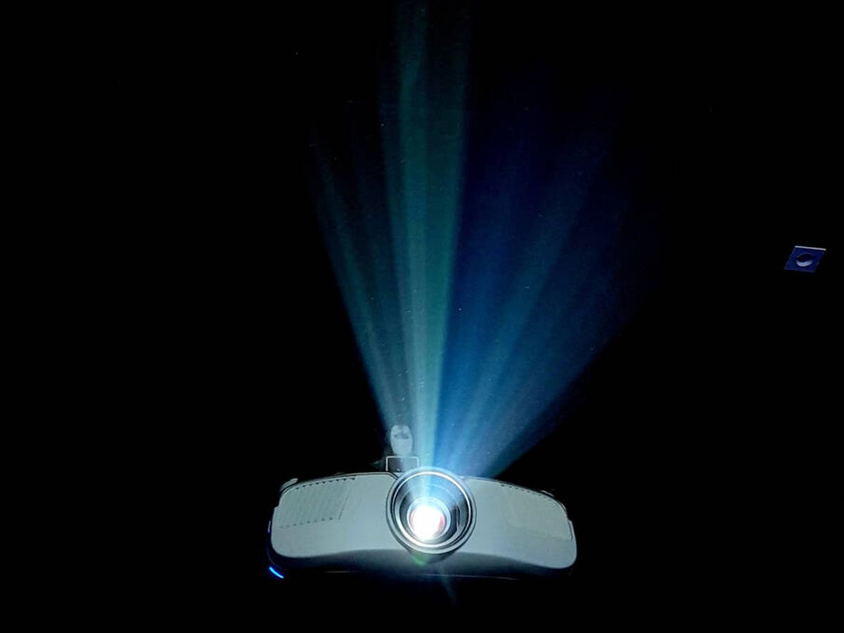 Foto: Los proyectores de Amazon más baratos (Chirayu Trivedi para Unsplash)