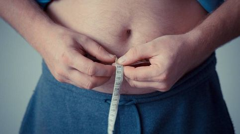 ¿Cómo se puede calcular el peso ideal y el porcentaje de grasa?