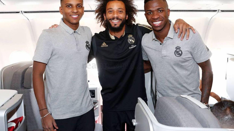 Marcelo junto a Vinicius y Rodrygo. (Efe)