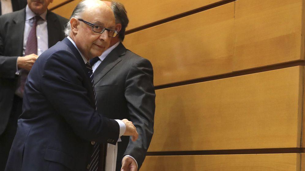 Foto: El ministro de Hacienda, Cristóbal Montoro,durante la sesión de control al Gobierno en el pleno del Senado. (EFE)