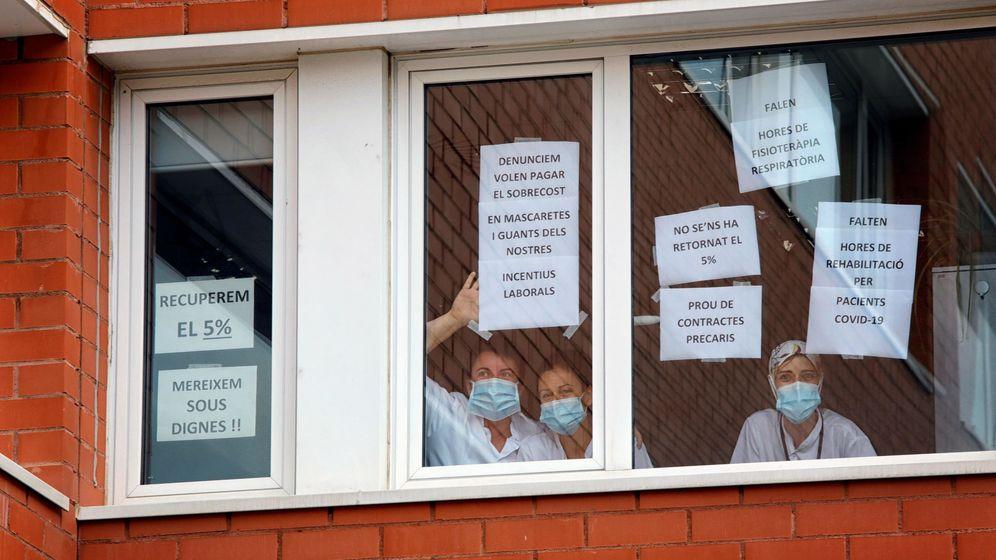 Foto: Protesta de los sanitarios del hospital de Igualada. (EFE)