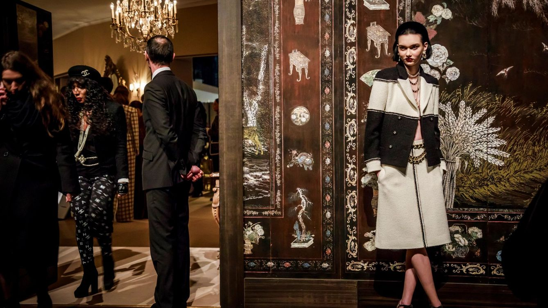 La subasta que incluye tours privados por la casa de Chanel y otras joyas fashionistas