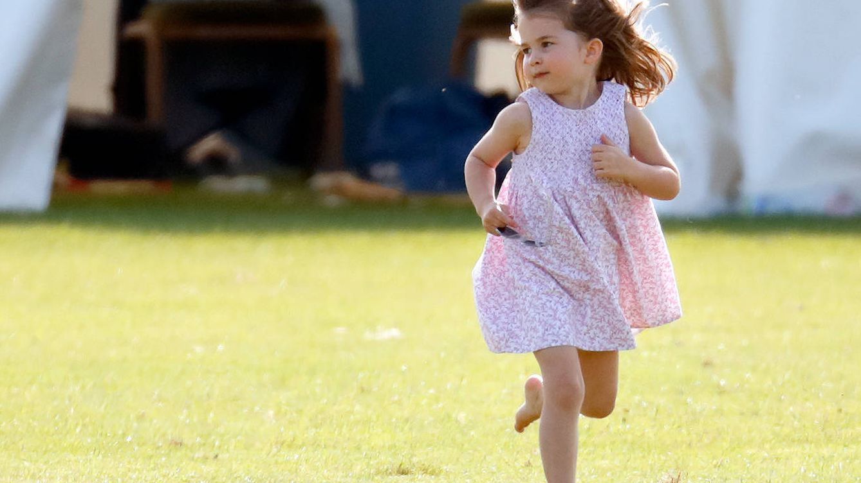 La princesa Charlotte de Cambridge ya es una fanática de la moda, según su padre
