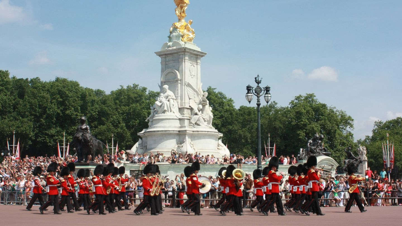 Un desfile de la guardia real junto a Buckingham Palace. (Foto: Visit London)
