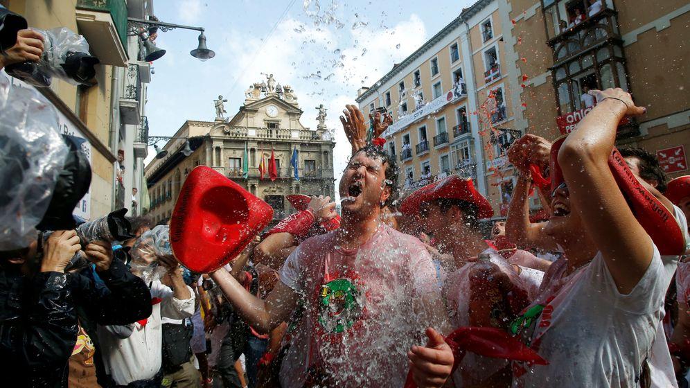 Foto: La alegría estalla con el chupinazo. (EFE)
