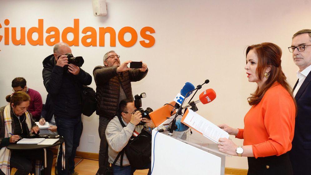 Foto: Silvia Clemente, junto al secretario general de Ciudadanos, José Manuel Villegas (d), momentos antes de anunciar su candidatura. (EFE)