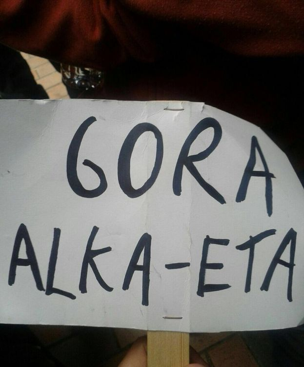 Foto: Pancarta que han mostrado durante la actuación.