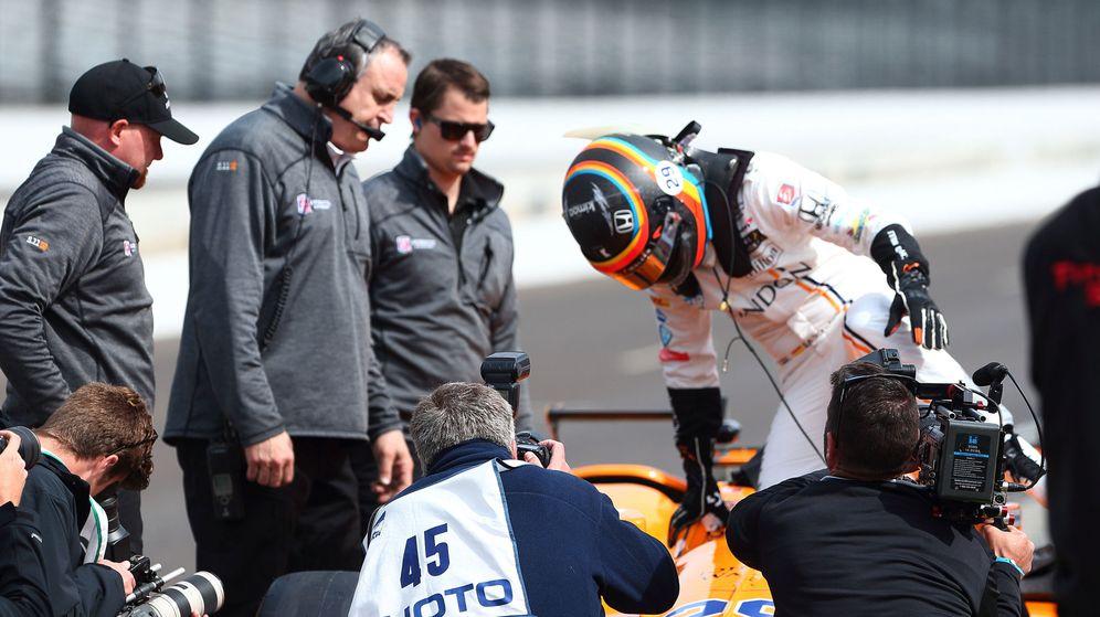 Foto: Fernando Alonso superó este miércoles el programa de orientación para novatos en Indianápolis. (EFE)