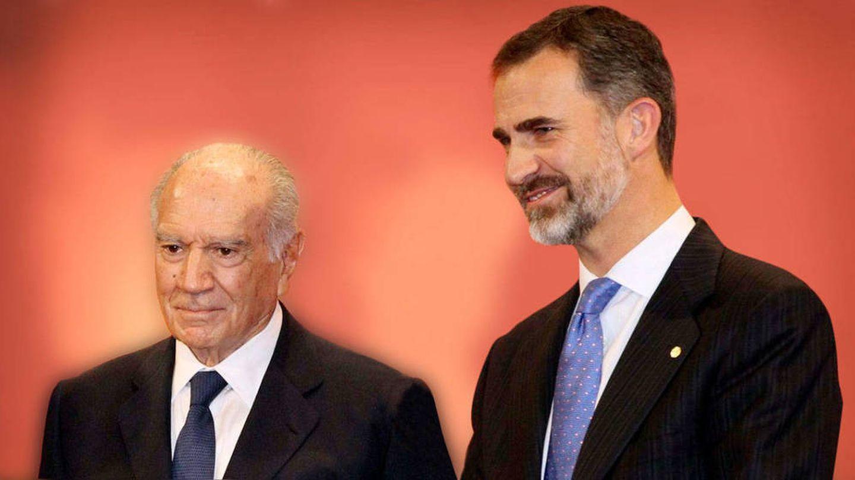 Mariano Puig recibe un homenaje del rey Felipe VI, hace un años en Barcelona. (IESE)