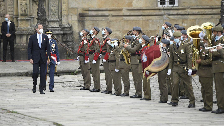 Felipe VI pasando revista a las tropas. (Limited Pictures)