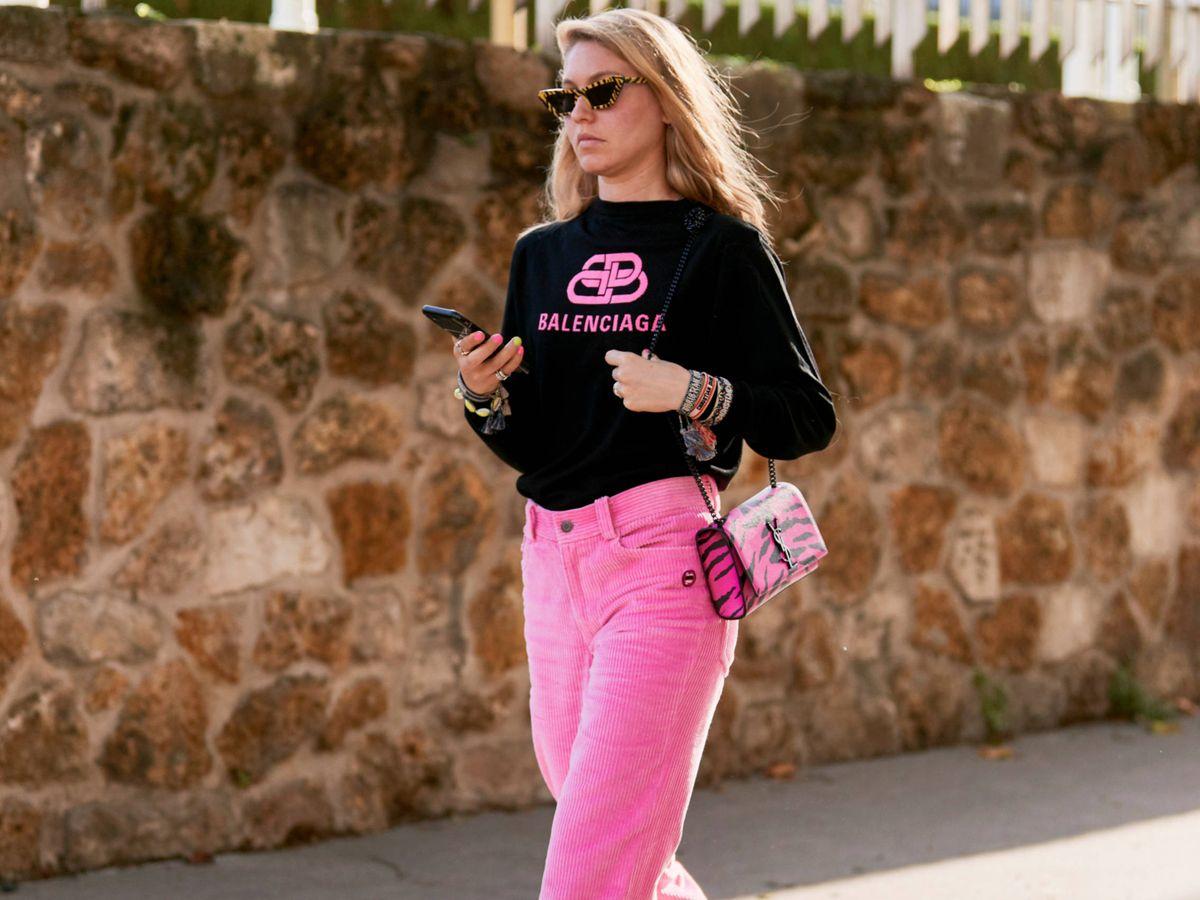 Foto: Una insider con un look con el rosa como protagonista. (Imaxtree)