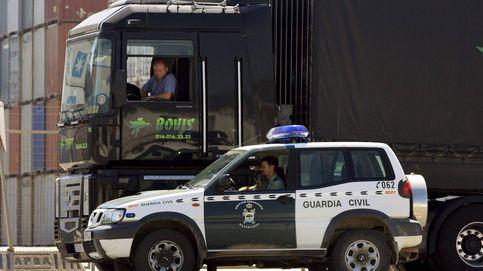Un guardia civil se dio de baja dos años y se los pasó trabajando como transportista