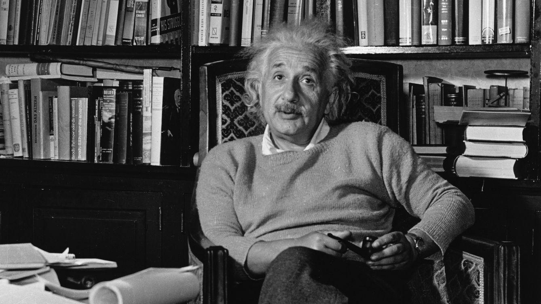 Foto: El físico Albert Einstein en su estudio en New Jersey. (Corbis)