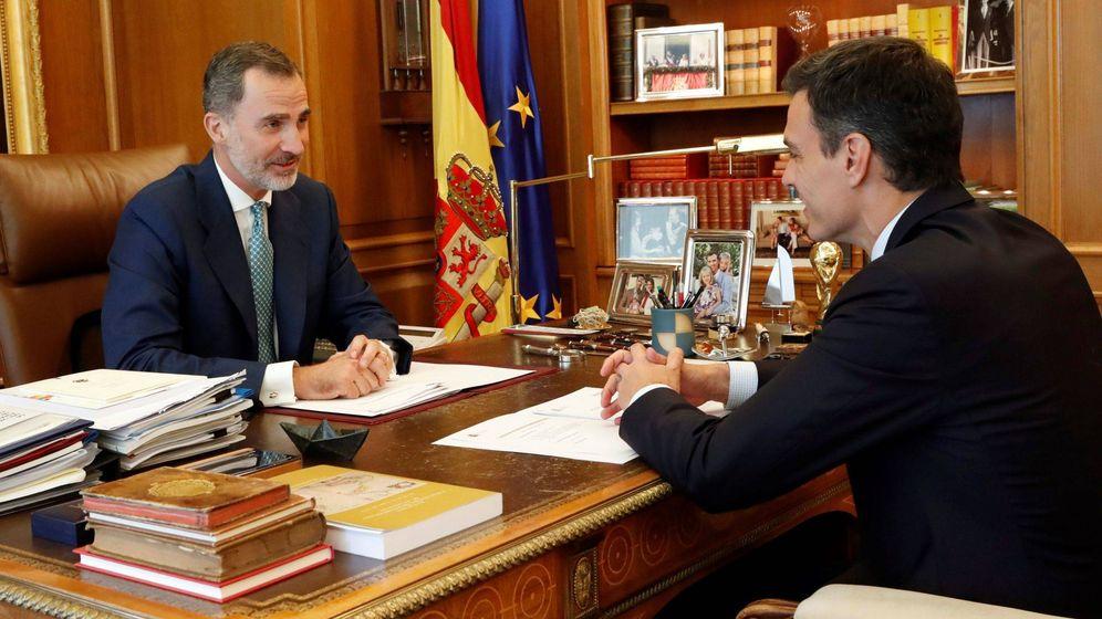 Foto: Fotografía facilitada por la Casa de SM el Rey, del Rey Felipe VI, junto al presidente del Gobierno, Pedro Sánchez, durante un encuentro en el Palacio de la Zarzuela de Madrid. (EFE)