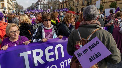 Miles de mujeres se manifiestan en Sevilla contra el recorte a proyectos de igualdad
