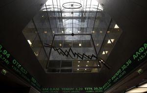 La Bolsa de Atenas y la deuda helena reducen el impacto del golpe del BCE
