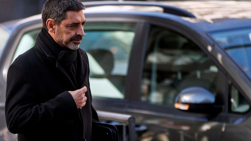 Foto: Josep Lluís Trapero, a su salida de la Audiencia Nacional. (Reuters)