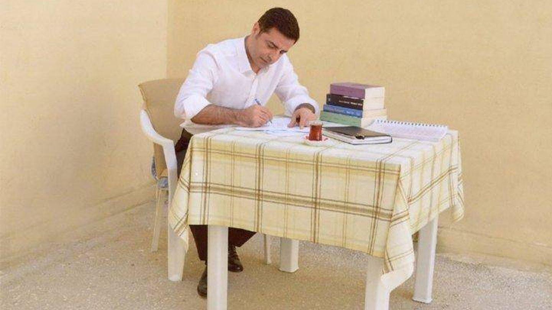 El candidato presidencial Selahattin Demirtas en la cárcel.