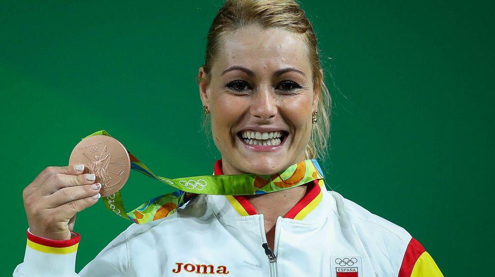 Foto: Lidia Valentín con su deseada medalla. (Fernando Bizerra Jr./EFE)