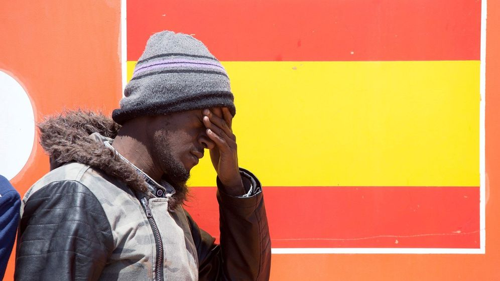 Foto: Uno de los 54 inmigrantes rescatados en junio en las cercanías de Motril. (EFE)