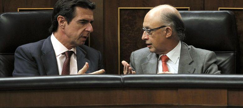 Foto: José Manuel Soria y Cristóbal Montoro (Efe).